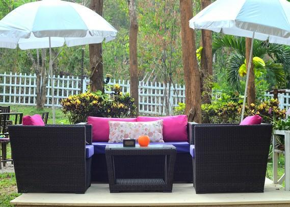outdoor-furniture-suppliers